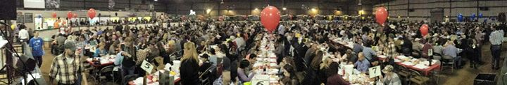 crabfeed-panorama-withpeople